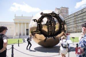 Musées du Vatican sphère de Arnaldo Pomodoro